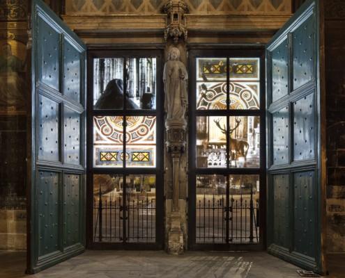 Vue de l'installation vidéo Furtherance, Leonora Hamill, église Saint-Eustache, Paris, 2014. Photo: Liz Eve. Courtesy the artist and Rubis Mécénat Cultural Fund.